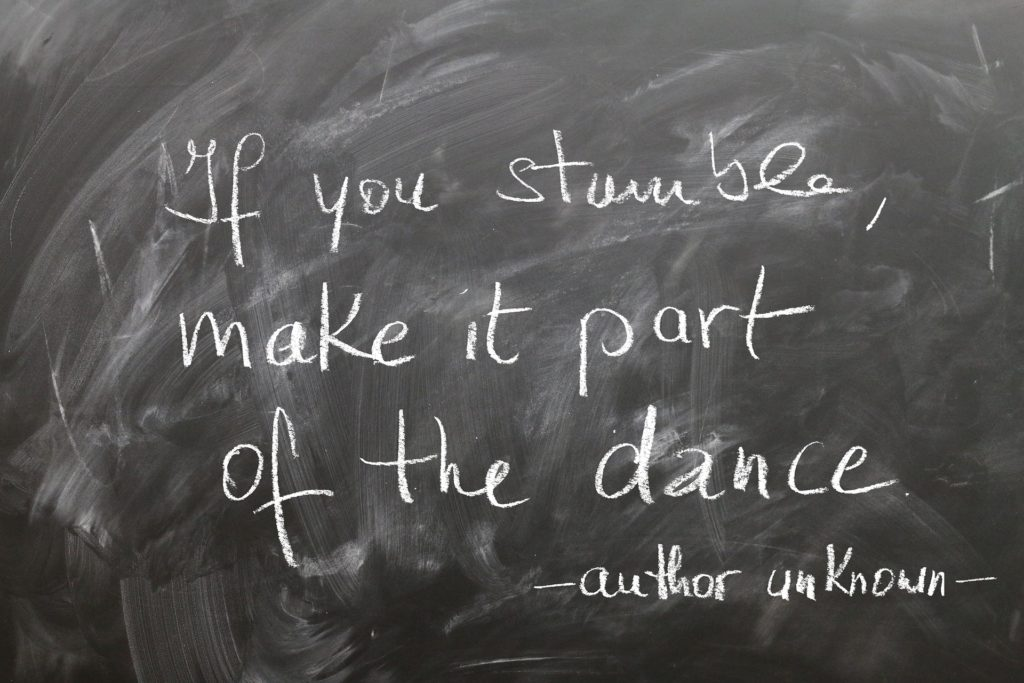 Text mit Kreide auf Tafel: If you stumble make it part of the dance.