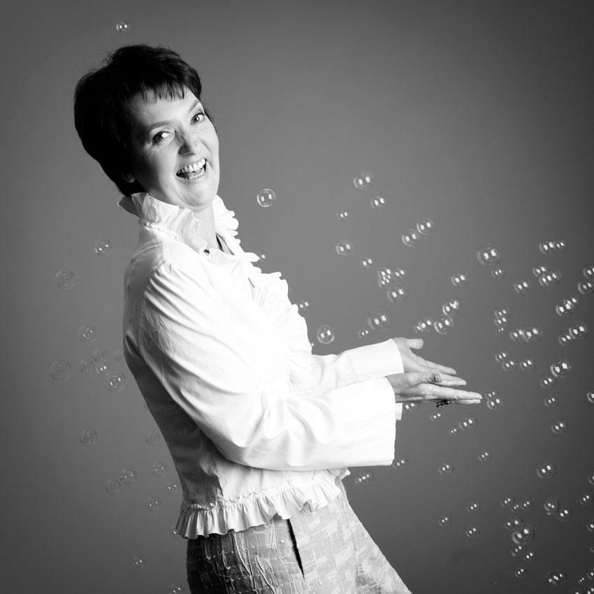 Heide Liebmann mit Seifenblasen