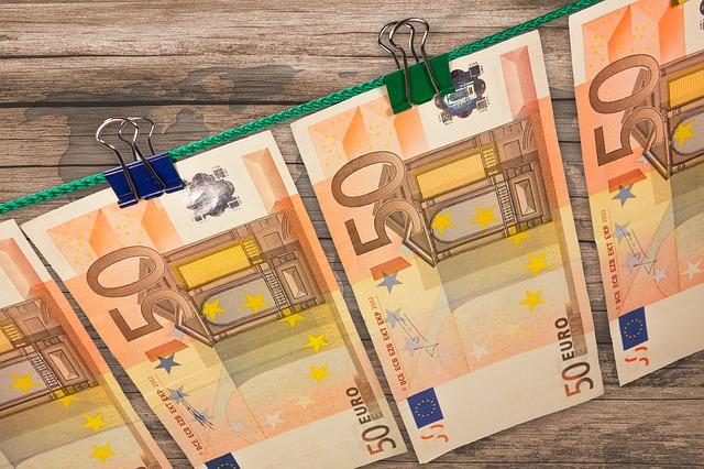 money-606760_640