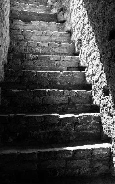stairs-842448_640