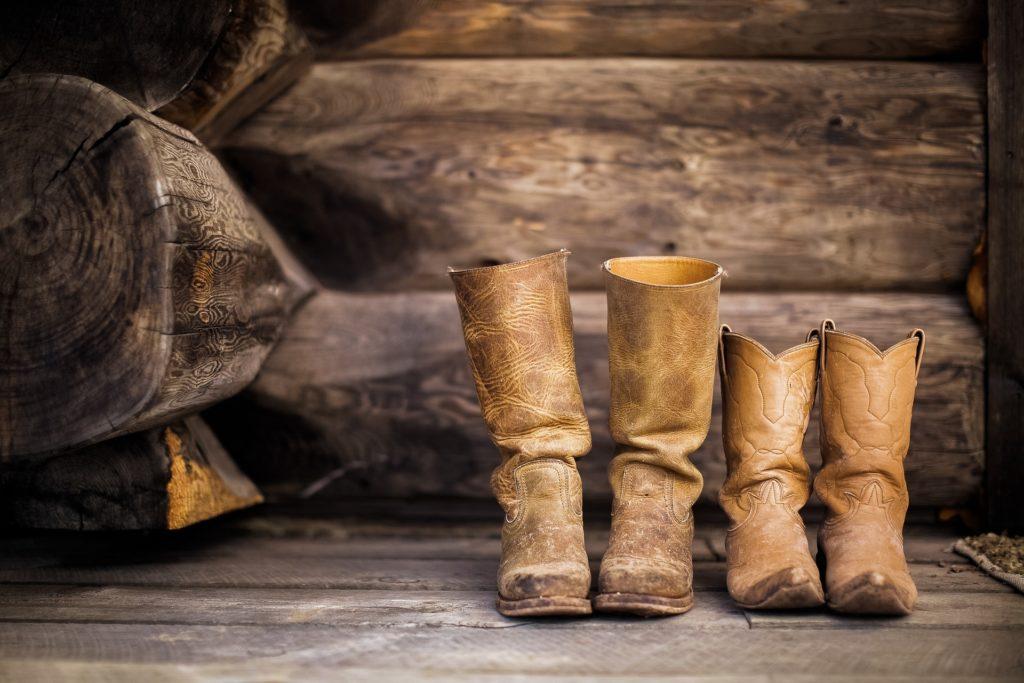 Zwei Paar Stiefel