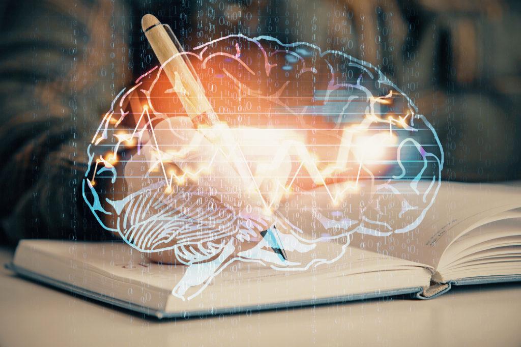 Schreibende Hand mit Gehirn-Hologramm