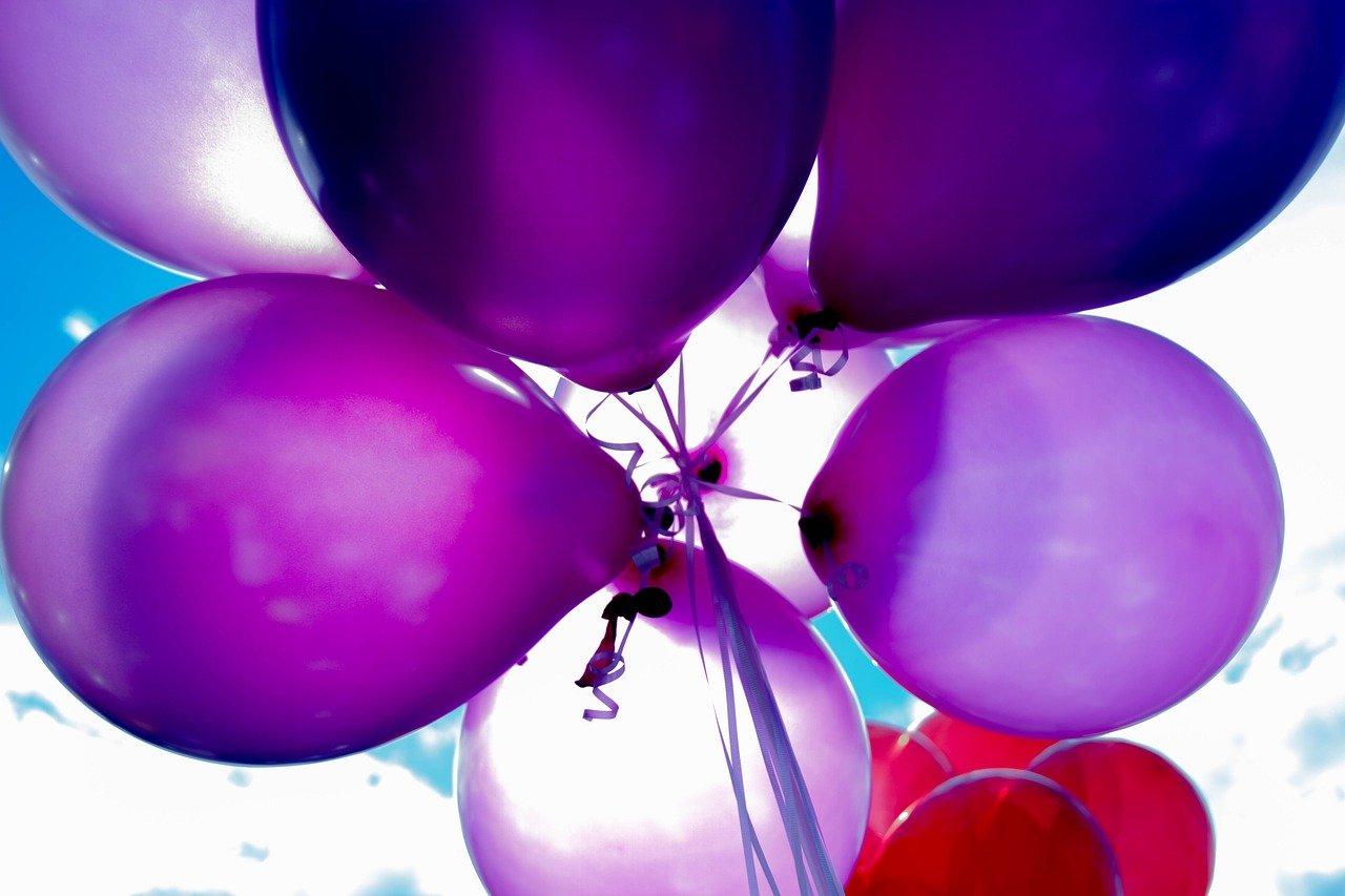 Lila Luftballons